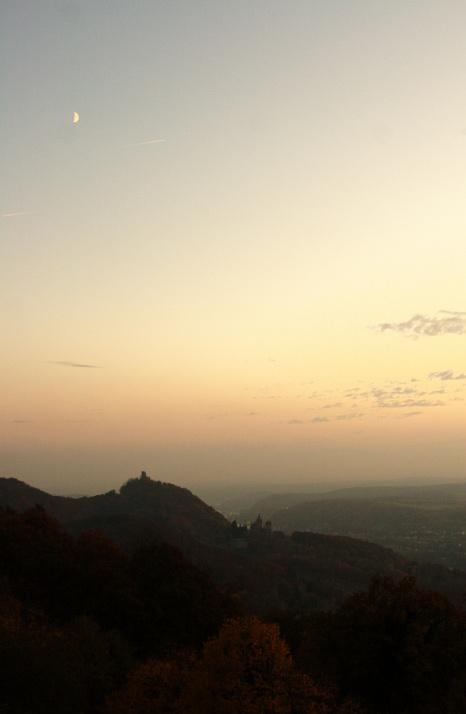 Drachenfels vom Petersberg am Abend